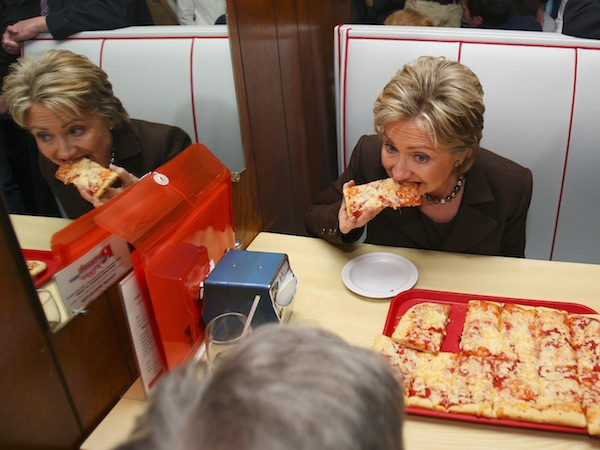 Hillary Clinton eet pizza